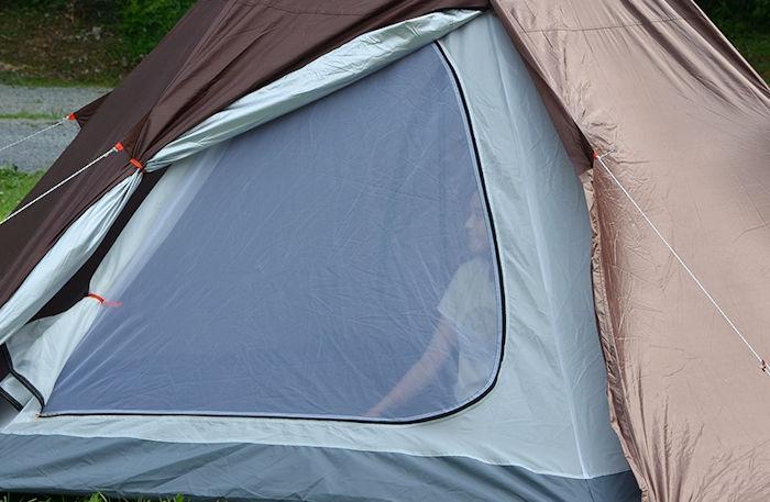 テントの入り口部分